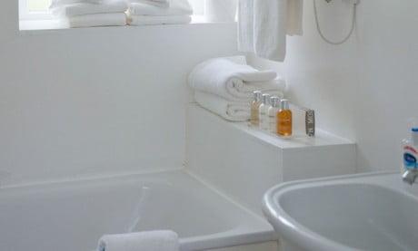 Ardanaiseig Rose Cottage Bath Room