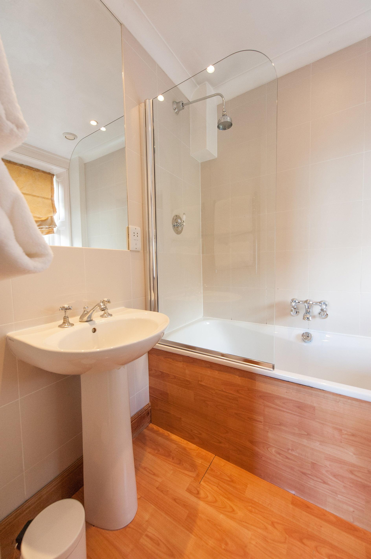 Cruachan Bathroom